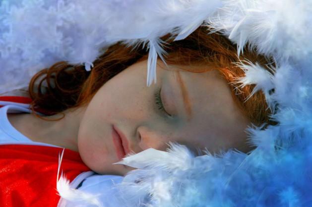 Schlafen-Federn_SNIP_AdinaVoicu