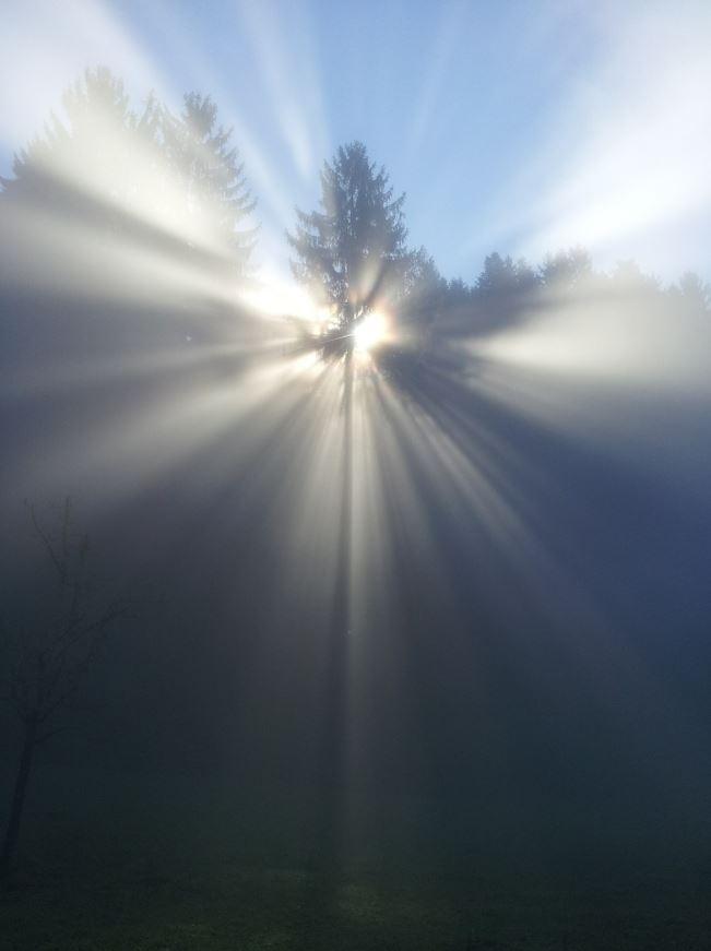 LICHT_Gotteslicht-3_SNIP-2