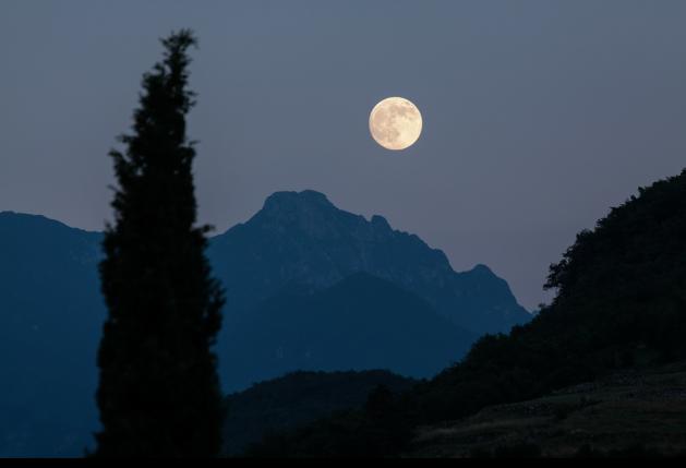 Mond_Landschaft_SNIP_stux