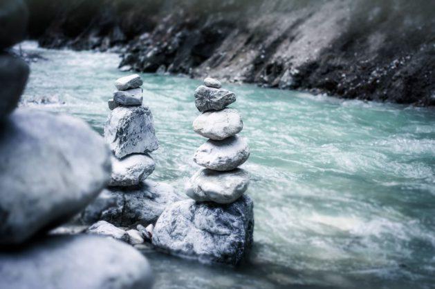 Fluss-Steinmännchen_SNIP_Riedelmeier