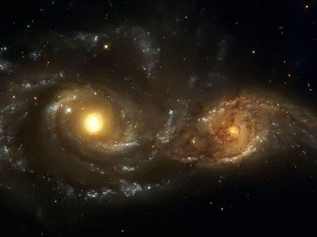 Hubble_zwei Augen_golden_SNIP
